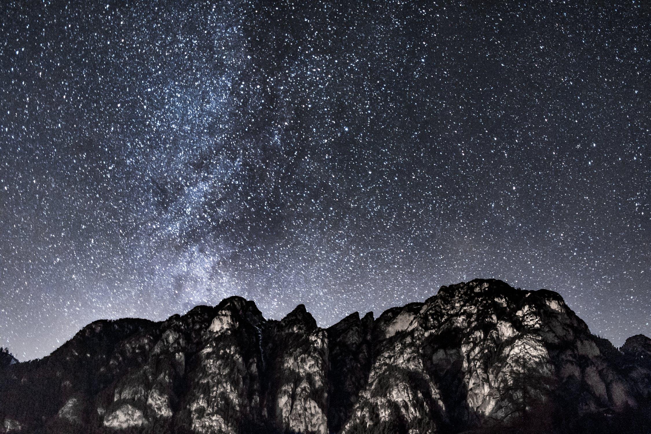 Stjärnor över ett berg